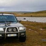 Arctic trucks må til for å bevege seg ved og i elva.